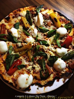 3 Cheese & 3 peppers Veg Pizza